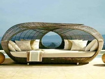 Relax at its Comfort Outside with Outdoor Daybeds